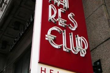 Valgustähed profiil 2 - Millionaires Club Helsinki valgusreklaam pinnapealsete neoontorudega 7