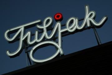 Valgustähed profiil 2 - Restoran Tuljak valgustähed pinnapealsete neoontorudega 4