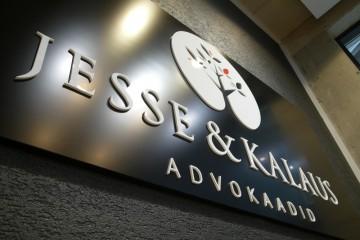 Mahulised tähed profiil 00 - Jesse & Kalaus logo 10 mm valgest akrüülist 6