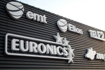 Valgustähed profiil 6 - Lasnamäe Centrumi fassaadil olevad ettevalgustuvad logod jatähed 5