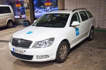 Sõidukite ülekiletamine - Soome YLE konserni autode ülekleepimine firma värvidesse 3