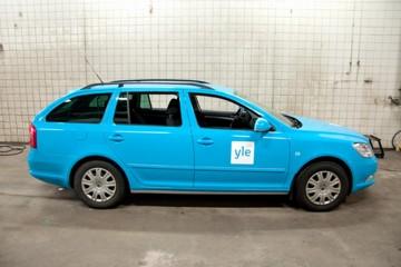 Sõidukite ülekiletamine - Soome YLE konserni autode ülekleepimine firma värvidesse1